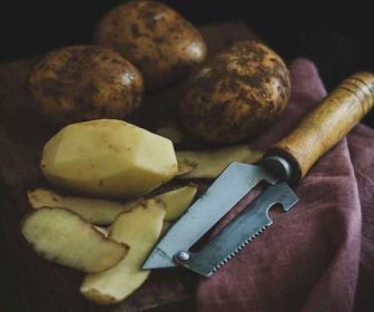 How Long Do Potatoes Take In A Slow Cooker?